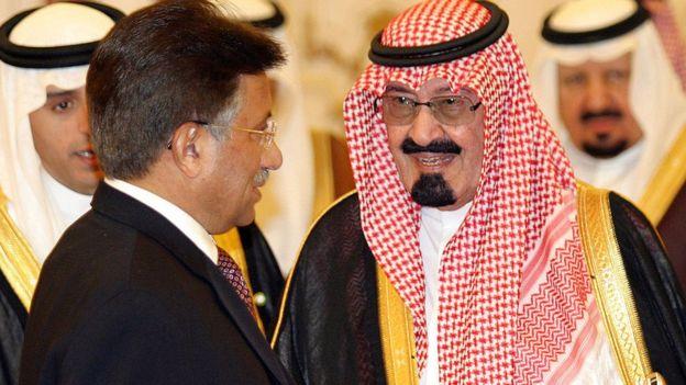 تصویر کے کاپی رائٹ Getty Images  پرویز مشرف شاہ عبدالعزیز کے ساتھ سات دسمبر 2005 کو او آئی سی کے اجلاس کے موقعے پر